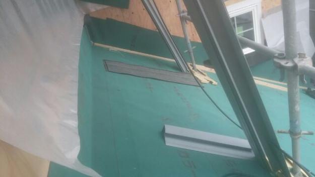 屋根防水下地材敷設中