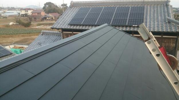1423483710739屋根リフォーム工事葺き替え作業完成