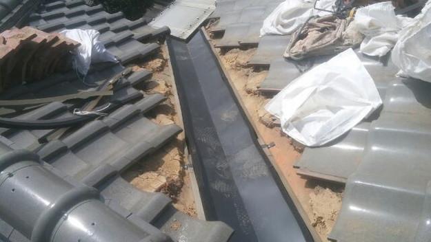1427073689654屋根板金部修理中