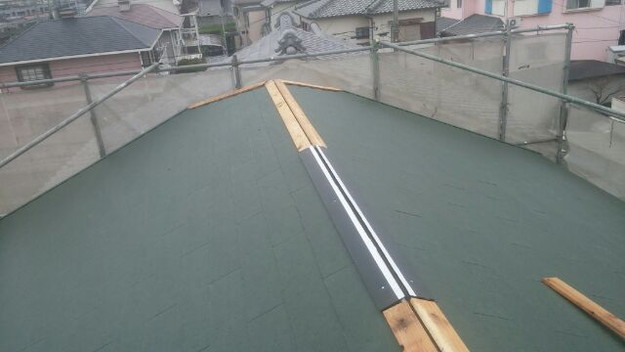 1427505453563棟部作業中 屋根リフォーム工事写真 明石市。