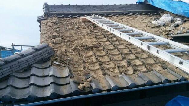 1427521644129屋根リフォーム前既存瓦撤去中 屋根リフォーム工事 加古川市