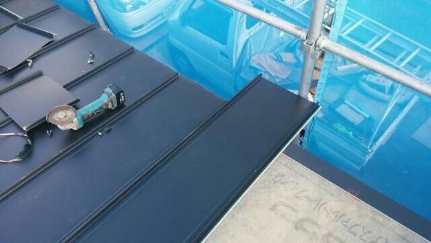 1427521690632新設屋根材取付作業中 屋根リフォーム工事 加古川市