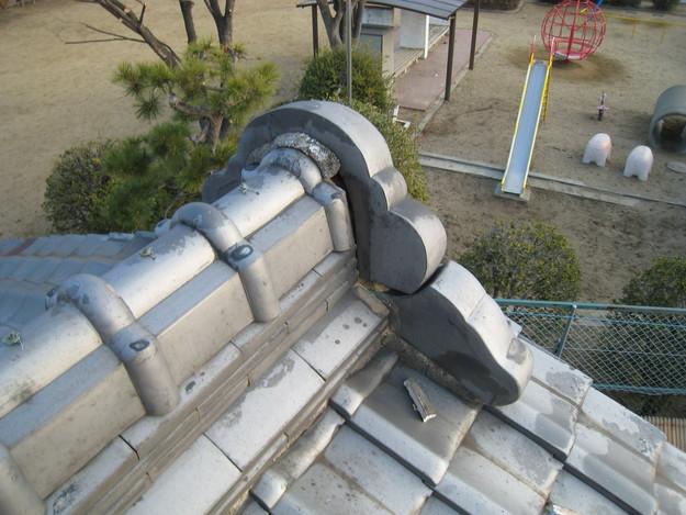 屋根修理 ラバーロック工法による瓦の補強工事 加古川市 鬼瓦修理前
