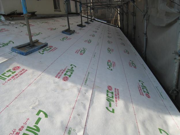 IMG_0367防水屋根下地材設置中
