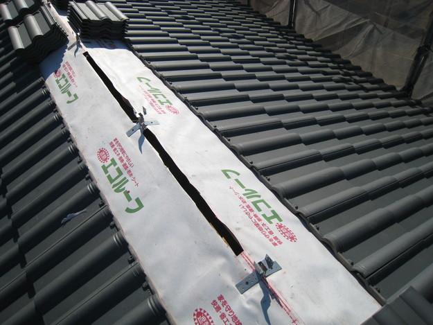 IMG_0374屋根裏換気システム工事中