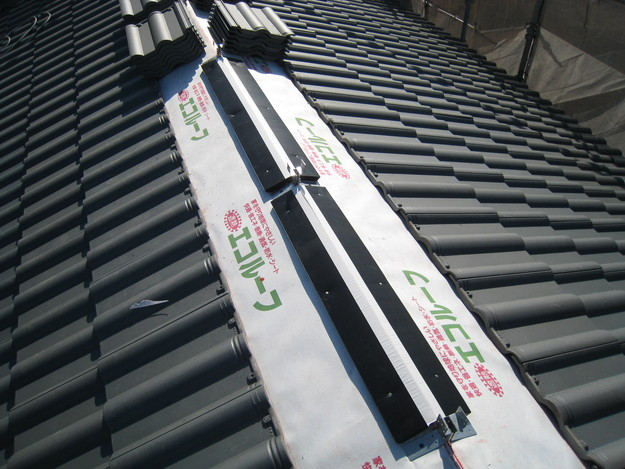 IMG_0375屋根裏換気システム工事中
