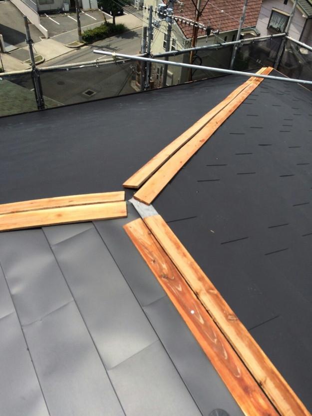 屋根リフォーム工事カバー工法ガルバリウム屋根金属製敷設1432211873159