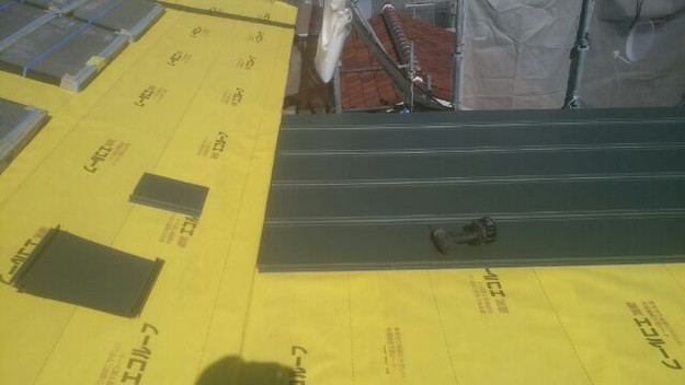 屋根リフォーム工事新設屋根敷設中1431002330362