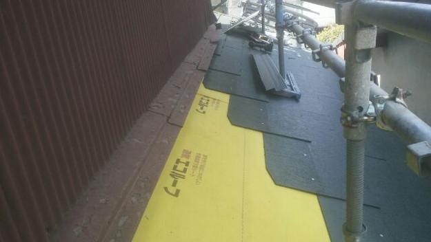 屋根リフォーム工事新設屋根材敷設中1431002173910