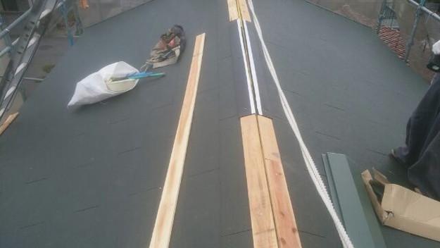 屋根リフォーム工事新設屋根材敷設中1431002183124