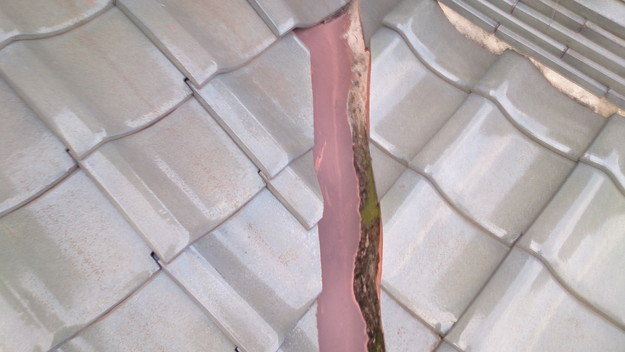 屋根修理工事前谷板金部DSC_0453