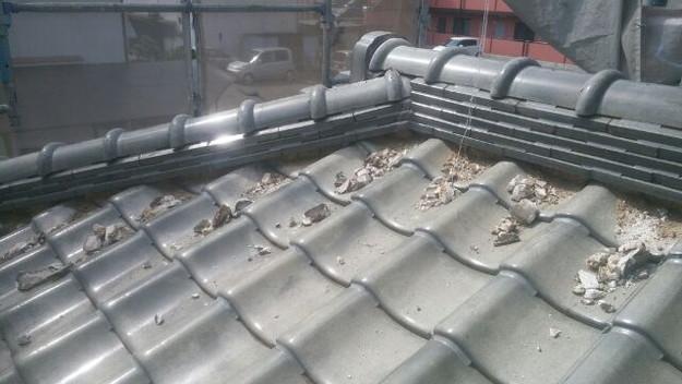 屋根修理既存漆喰撤去中1433247736630