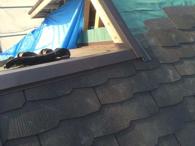 屋根工事作業中1432902552939