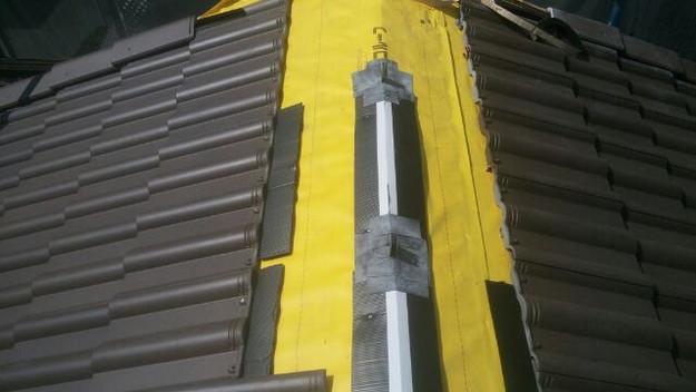 屋根裏換気システム設置中1430742490285