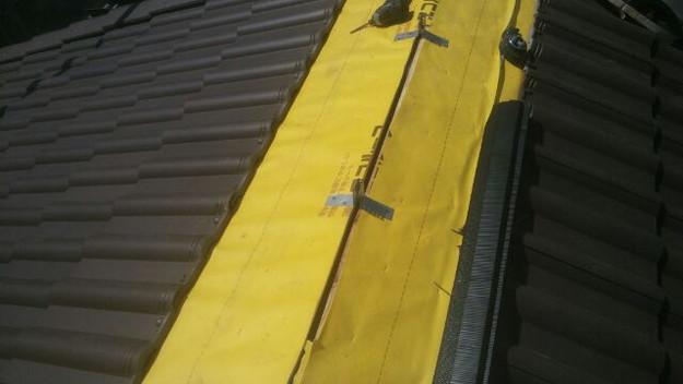 屋根裏換気システム設置中1430742498083