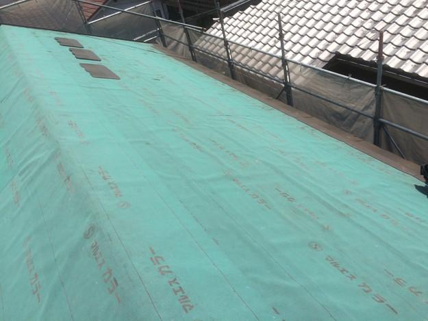 新築屋根工事防水シート敷設中1432902549456