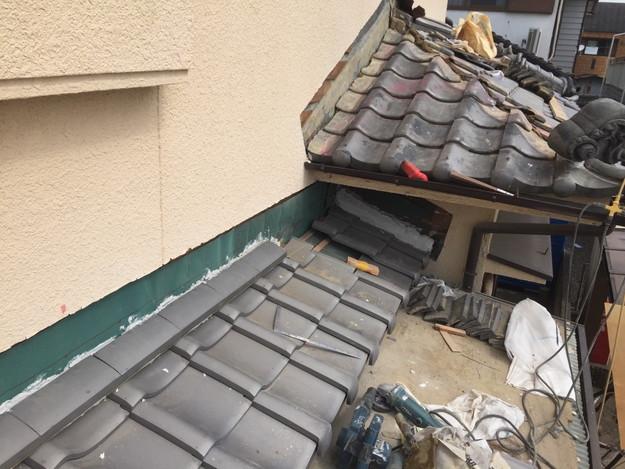 雨漏り修理工事中壁際1432895558325