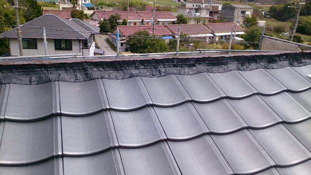 ハイブリッド軽量瓦屋根材敷設作業中1430704571575
