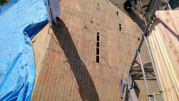大屋根の瓦撤去後補修修理材料搬入1430704509587