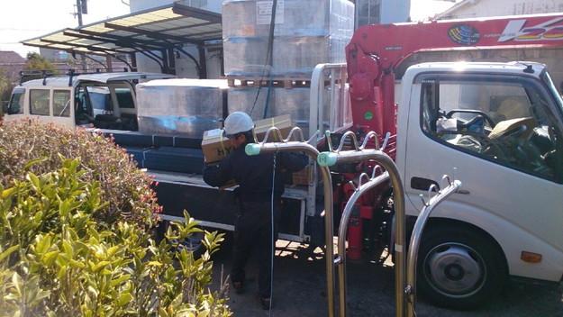 大屋根の瓦撤去後補修修理材料搬入1430704514314