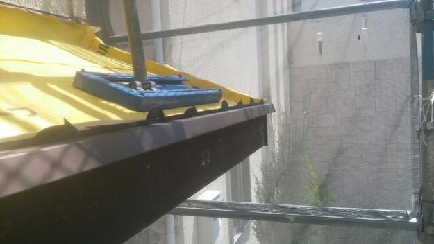 屋根リフォーム工事下屋根箇所作業1430742373725