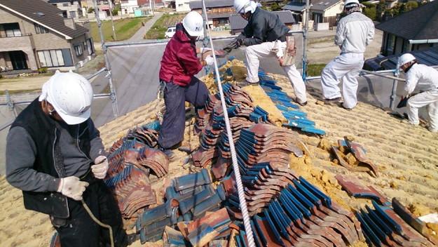 屋根リフォーム工事既存瓦撤去作業1430704448740
