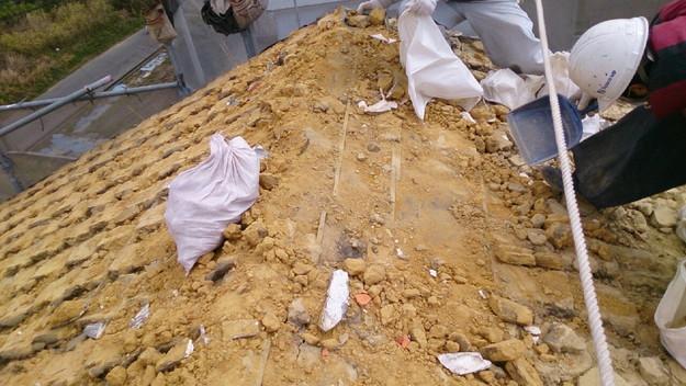 屋根リフォーム工事既存瓦撤去作業1430704457835