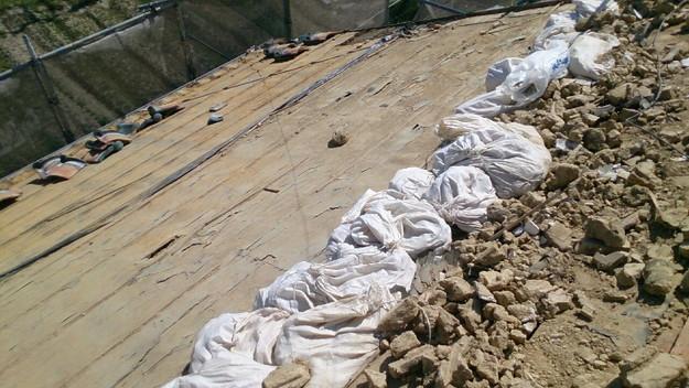 屋根リフォーム工事既存瓦撤去作業1430704498051