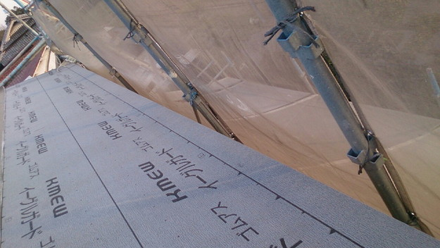 屋根リフォーム防水シート敷設工事作業1430704530497