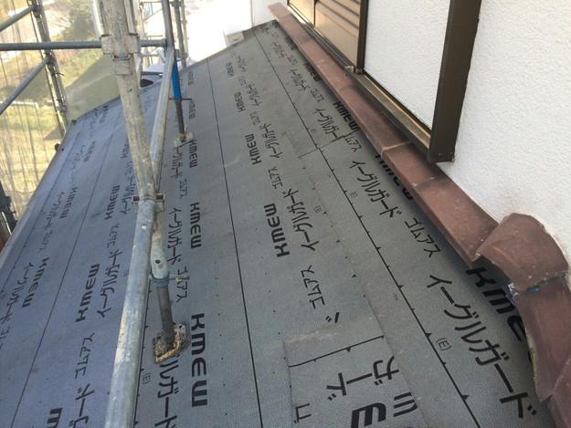 屋根リフォーム防水シート敷設工事作業1430704547797