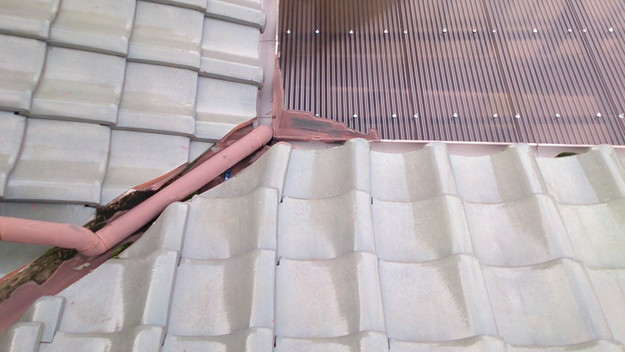 屋根修理工事前板金箇所DSC_0449