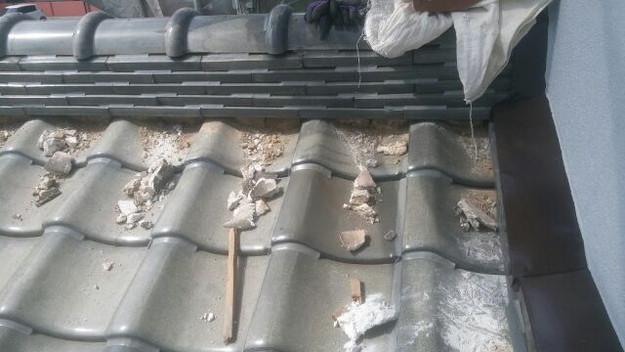 屋根修理既存漆喰撤去中1433247744479