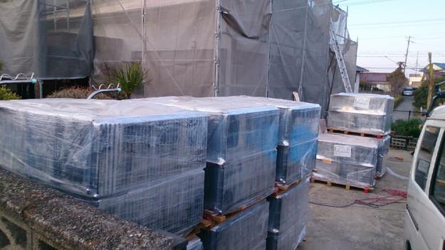 屋根瓦材料搬入1430704519174