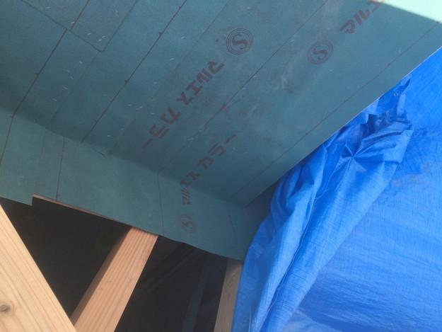 新築屋根工事防水シート敷設中1432902544290