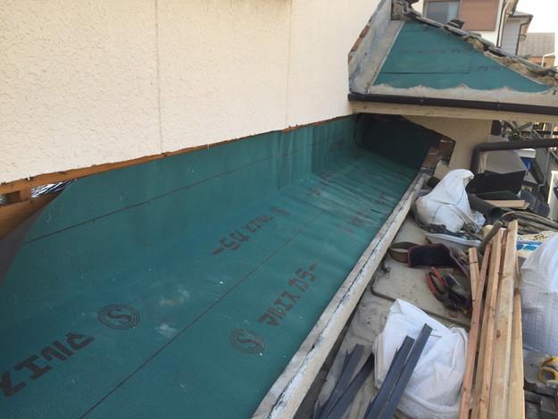 雨漏り修理工事中防水シート張り1432895568255