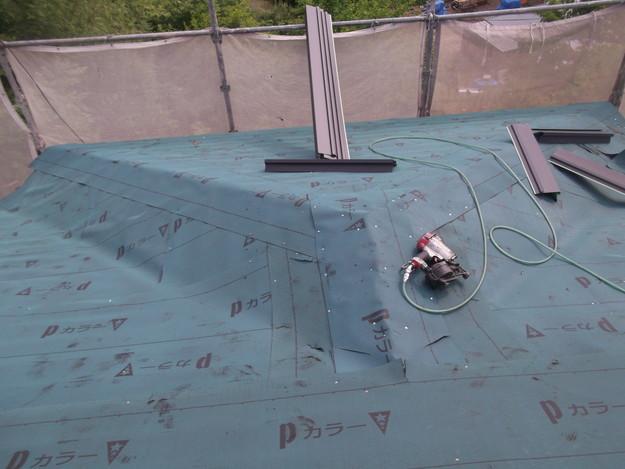 屋根防水シート敷設中DSCF1802
