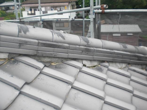棟瓦の漆喰工事前CIMG1428