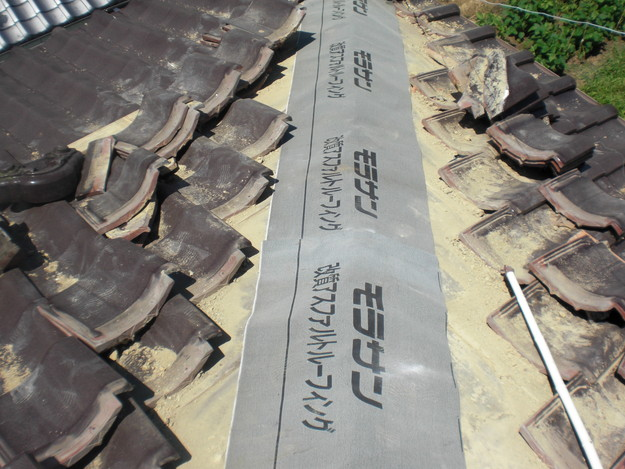 棟瓦撤去後防水シート張りCIMG1502