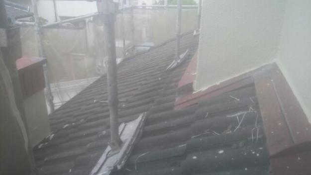 カバー工法によるガルバリウム横葺き屋根リフォーム工事施工前の状況写真