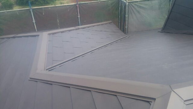 カバー工法による屋根リフォーム工事完了写真1439092203595