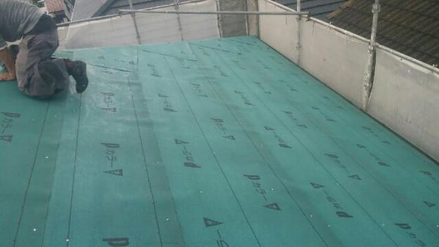 屋根防水シート敷設中1438572455223