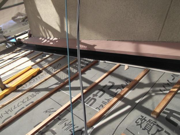 屋根のリフォーム新設瓦設置中下屋壁際DSCF2055