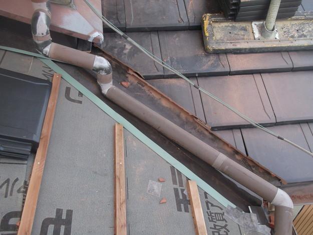 屋根のリフォーム新設瓦設置中下屋壁際DSCF2056