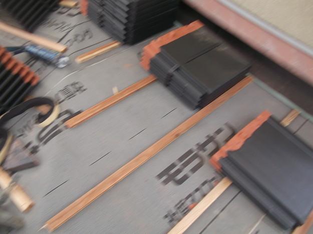 屋根のリフォーム新設瓦設置中下屋壁際DSCF2057