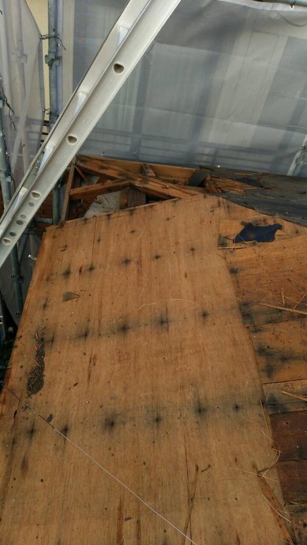 施工中屋根のリフォーム1442874496336