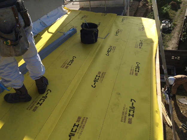屋根防水シート敷設工事中1446191023821