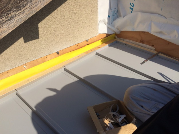 屋根防水シート敷設工事中1446191037552