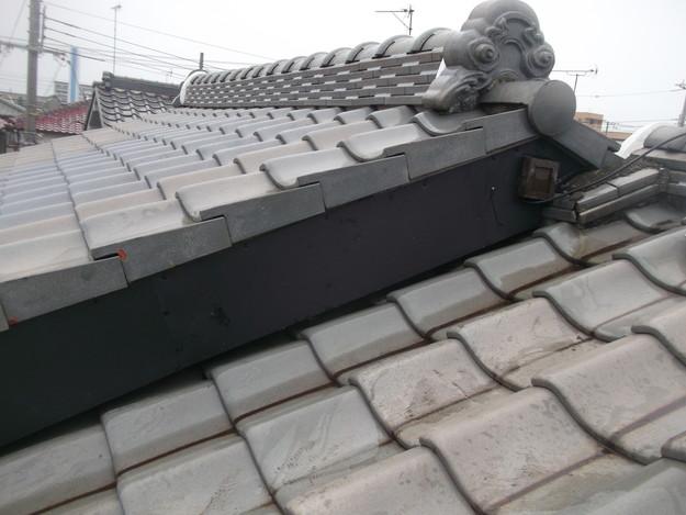 棟違いの破風部を板金延長した雨漏り対策DSCF2291