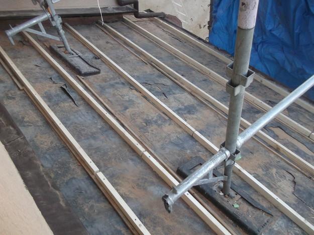 屋根の補強と土台づくりDSCF2552