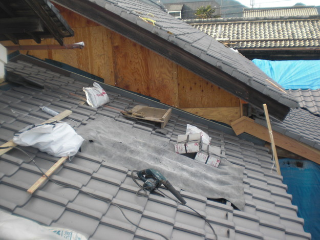 屋根葺き替え工事中CIMG2085